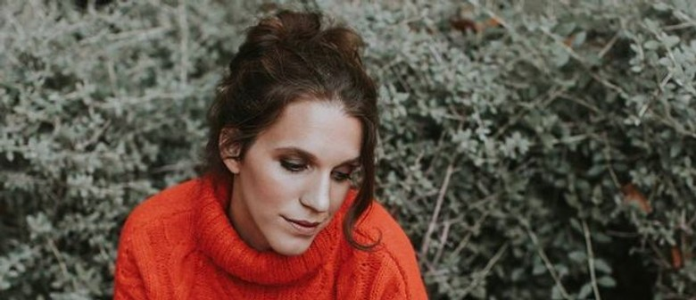 Luísa Sobral sets foot on AU stages for the first time this March