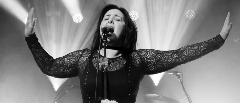 Bloom sings Stevie Nicks, Carole King & Linda Ronstadt